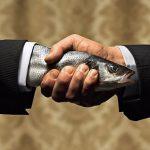 У женатых мужчин рукопожатие более сильное