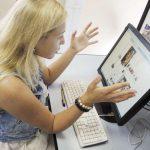 Почему люди следят за своими бывшими в соцсетях?