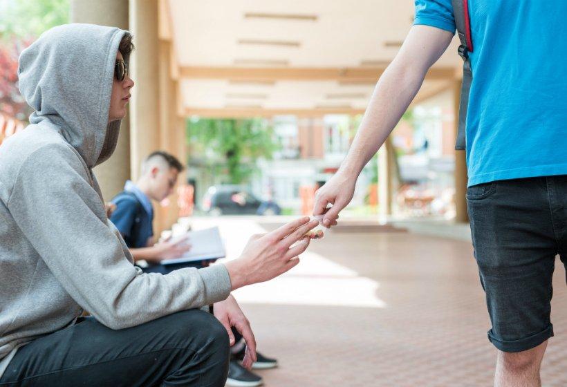 Без психологов при обнаружении наркотической зависимости у школьников и студентов не обойтись